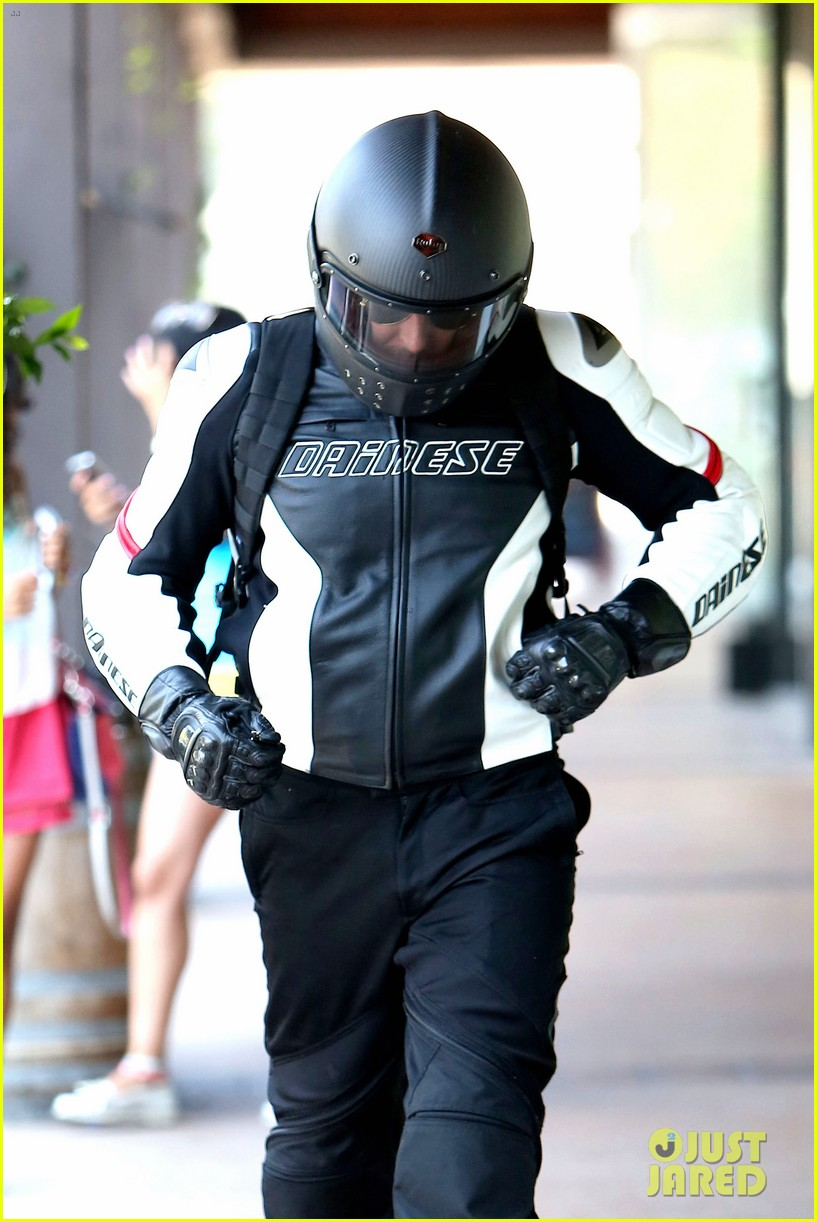 bradley cooper goes incognito in his motorcycle gear 083141738