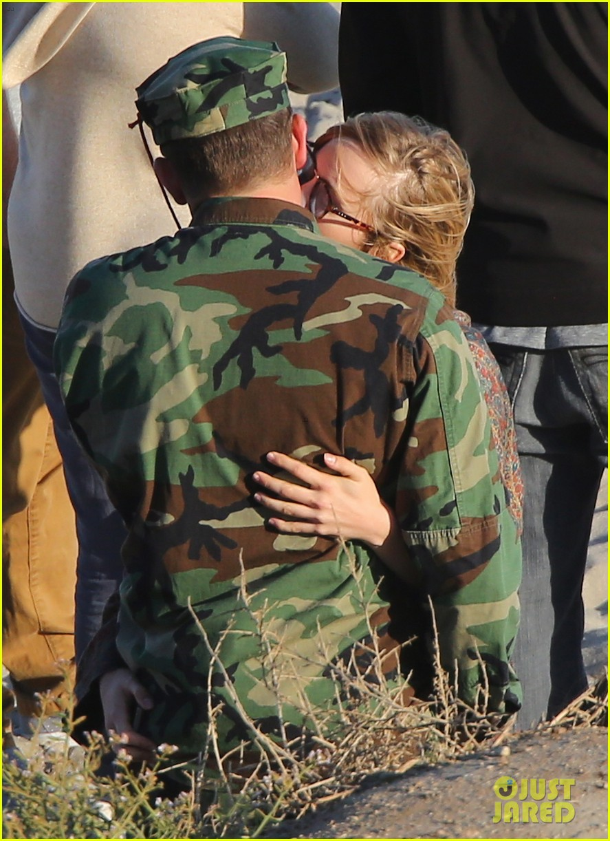bradley cooper suki waterhouse show off a ton of pda 29