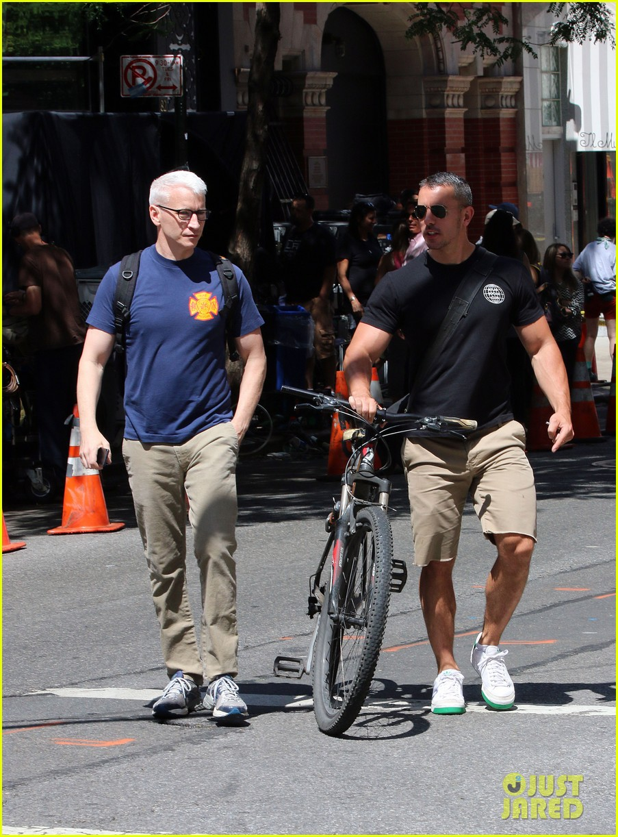 anderson cooper steps out with boyfriend after vagina segment 05