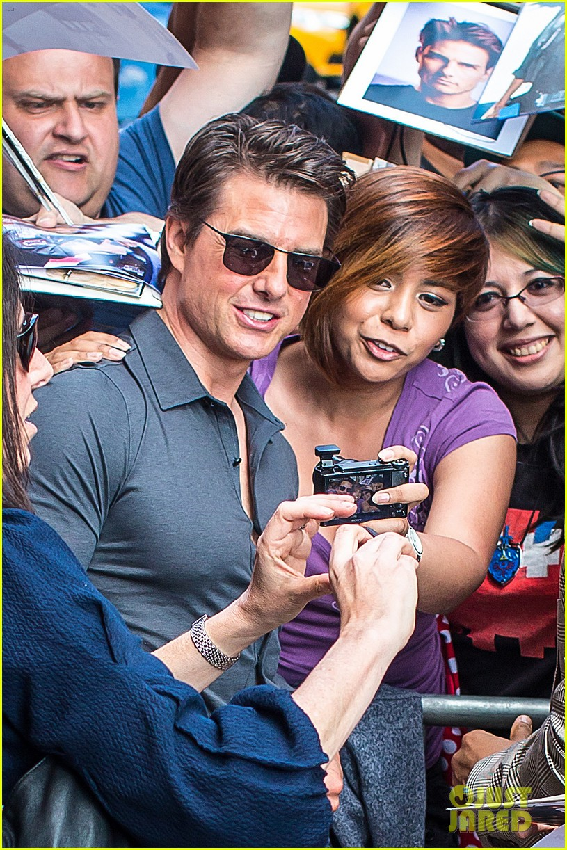 tom cruise watches one movie every day 03