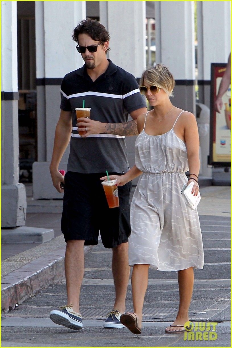 kaley cuoco ryan sweeting spend sunday together 03
