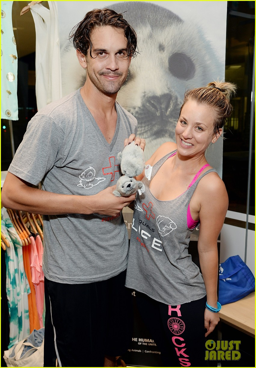 kaley cuoco works up a sweat at seals benefit 113143209