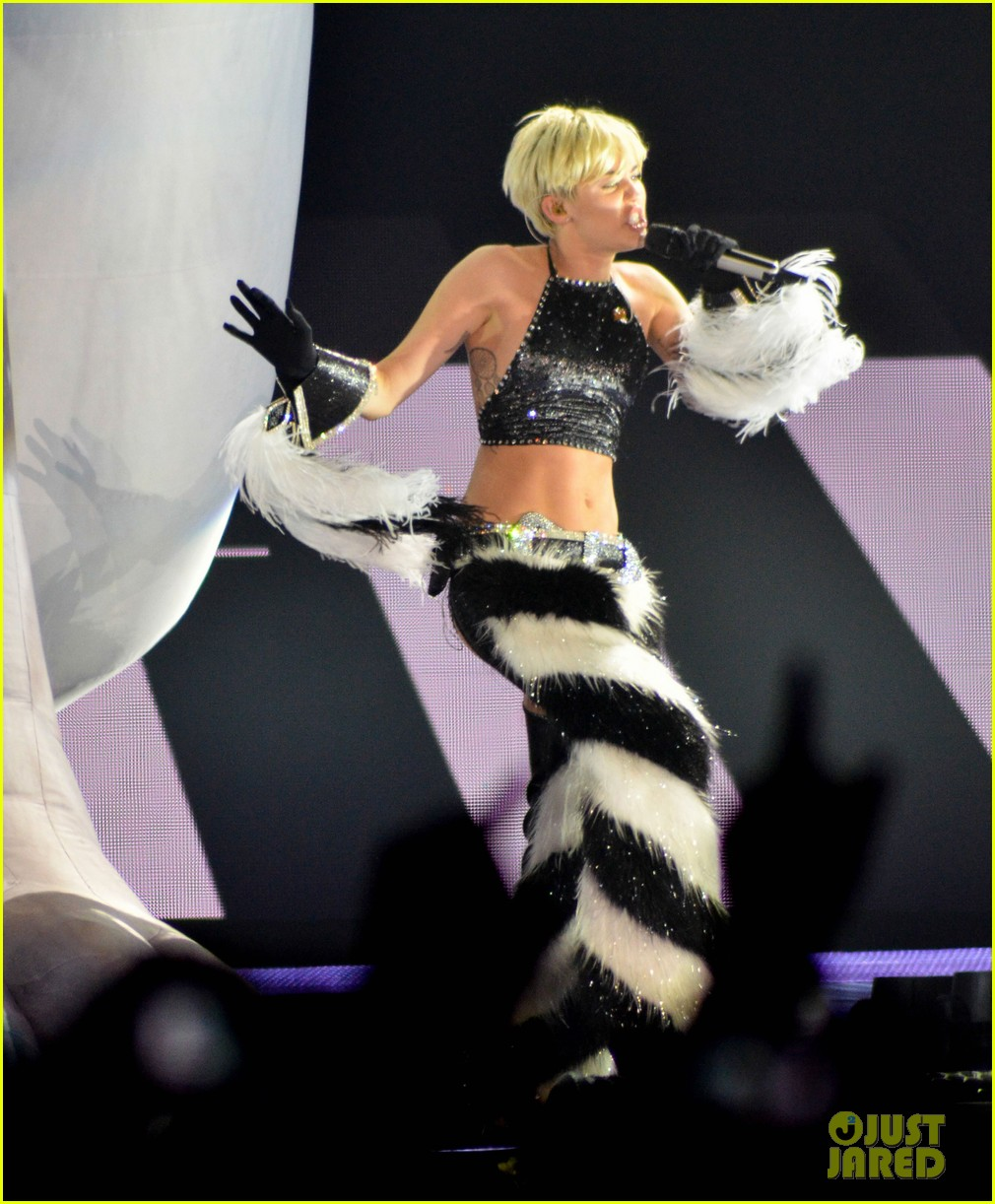 miley cyrus stop bullying love eachother belgium concert 233140622