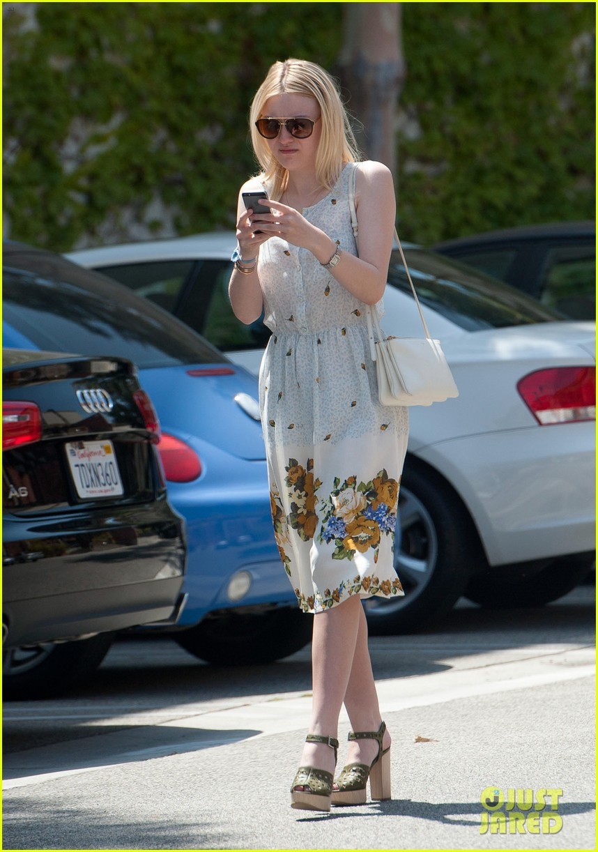 dakota fanning hollywood pda week jamie strachan 023142427