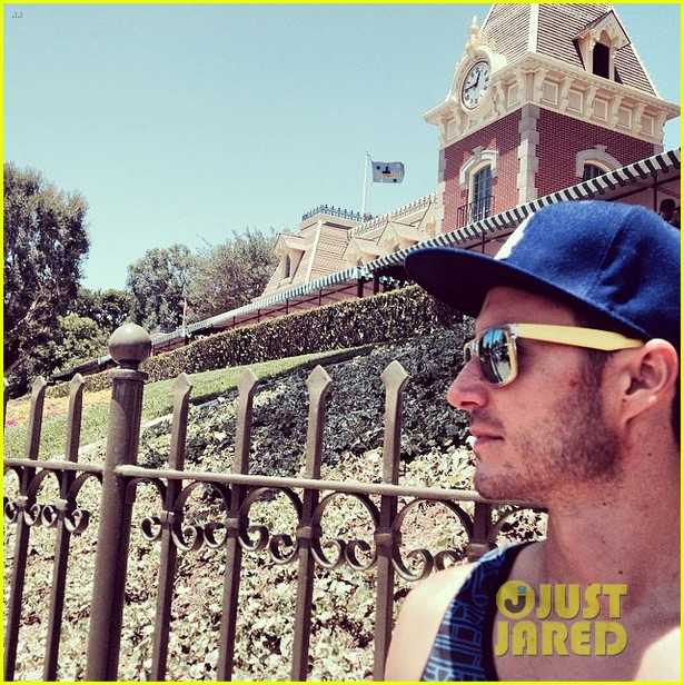 matt dallas fiance blue hamilton disneyland shirtless 02