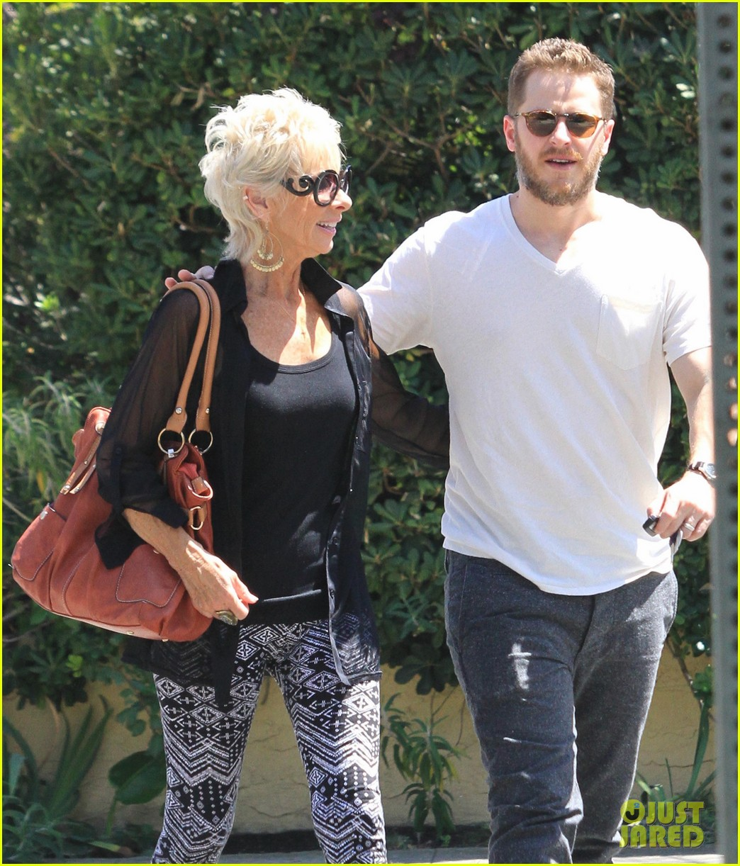 josh dallas holds his moms hand after baby oliver birth 04