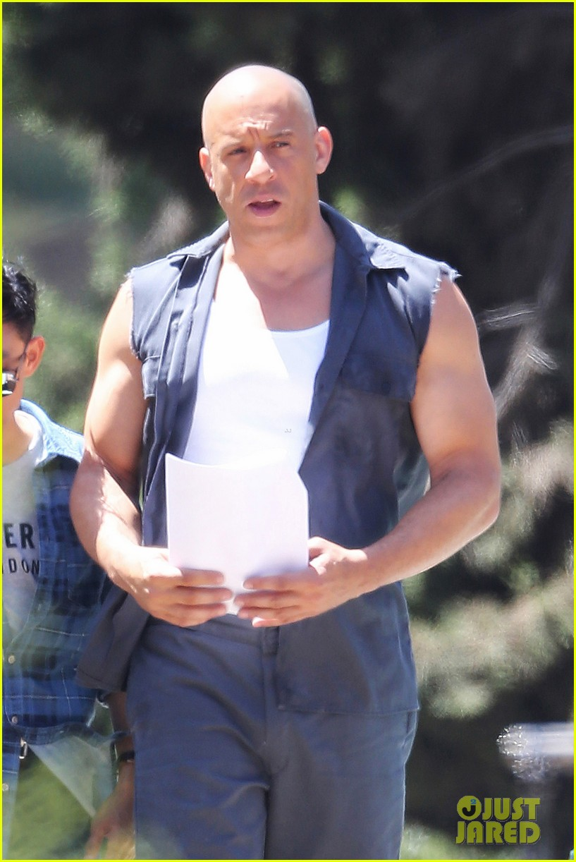 vin diesel gives jordana brewster huge hug for fast furious 7 06