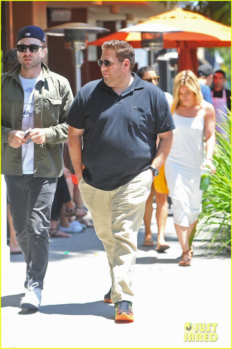 hilary duff cant seem to grab jonah hills attention 02