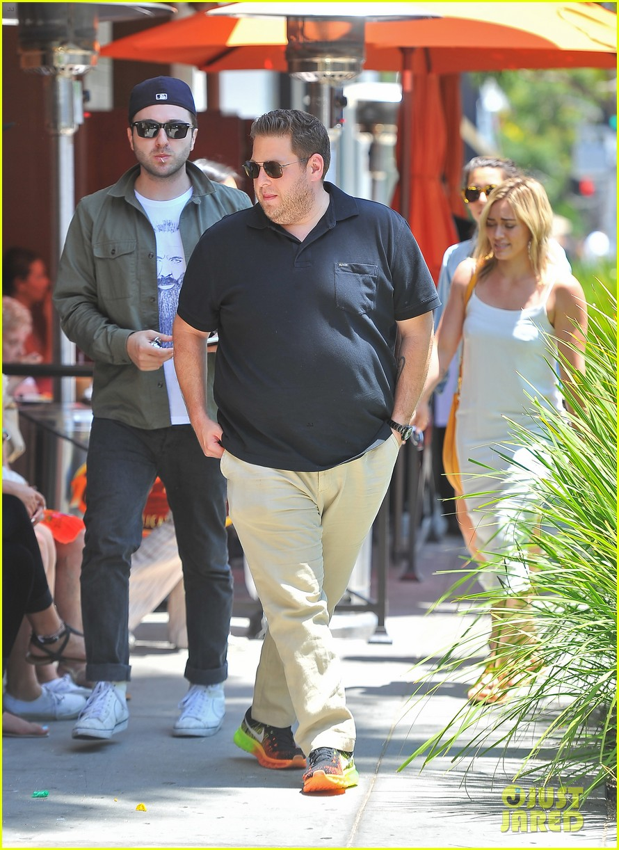 hilary duff cant seem to grab jonah hills attention 053147062