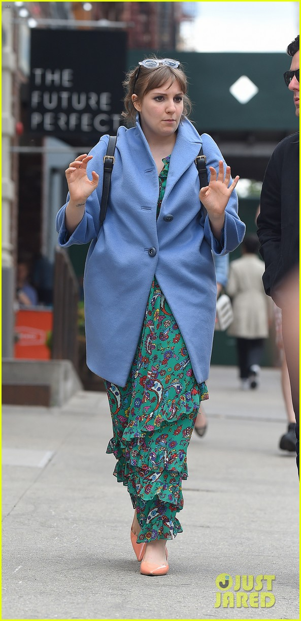 lena dunham hangs out with pal bj novak in new york 123125700