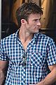 scott eastwood chows down on a hot dog 04