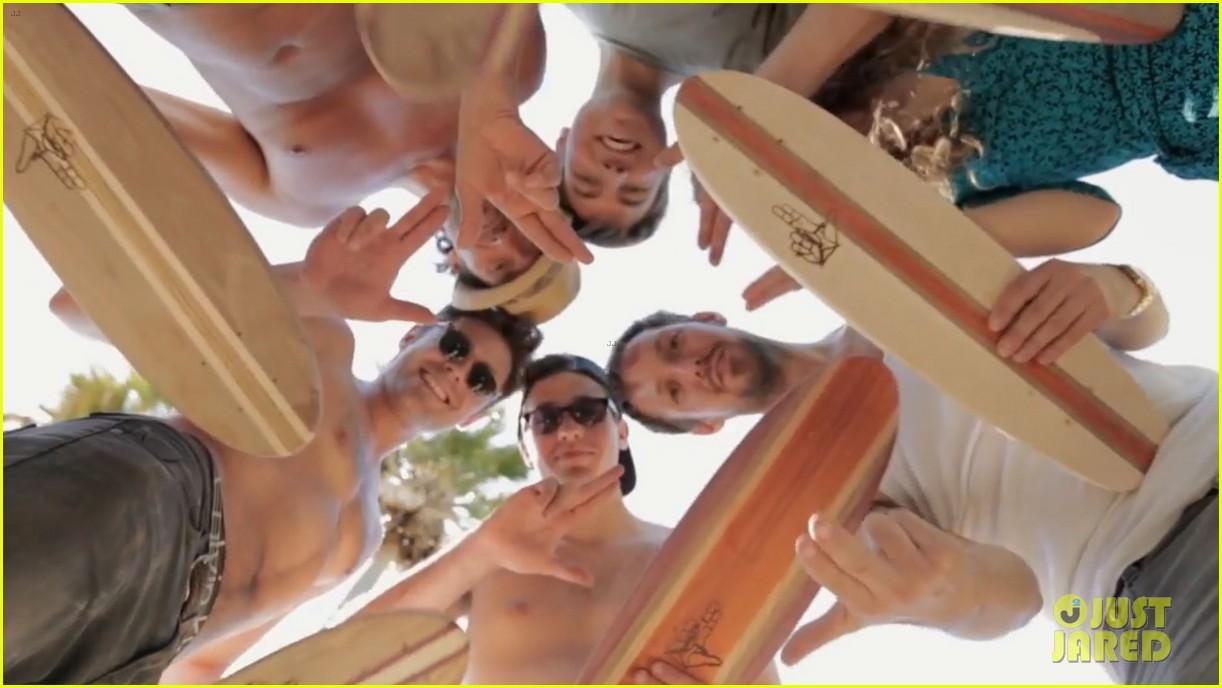 zac efron shirtless making skateboards 163139282