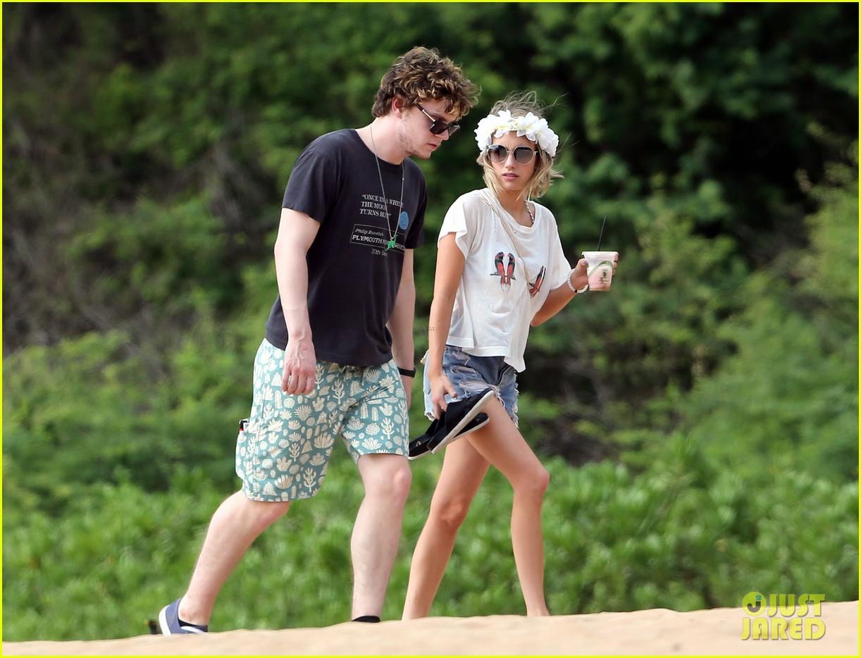 emma roberts bikini hawaii vacation evan peters 13