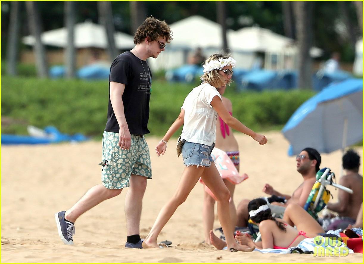 emma roberts bikini hawaii vacation evan peters 24