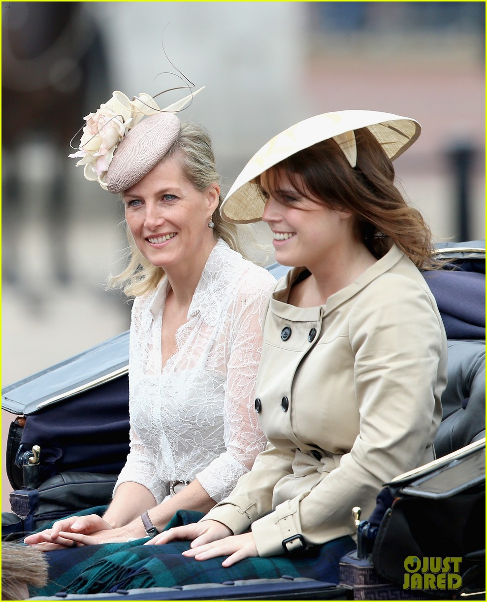 princess eugenie hangs out with cressida bonas 063135581