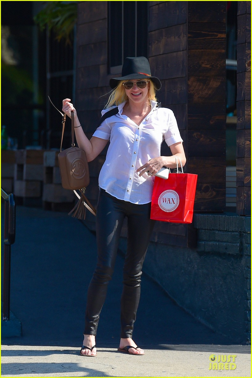 anna faris returns to caa 143142861