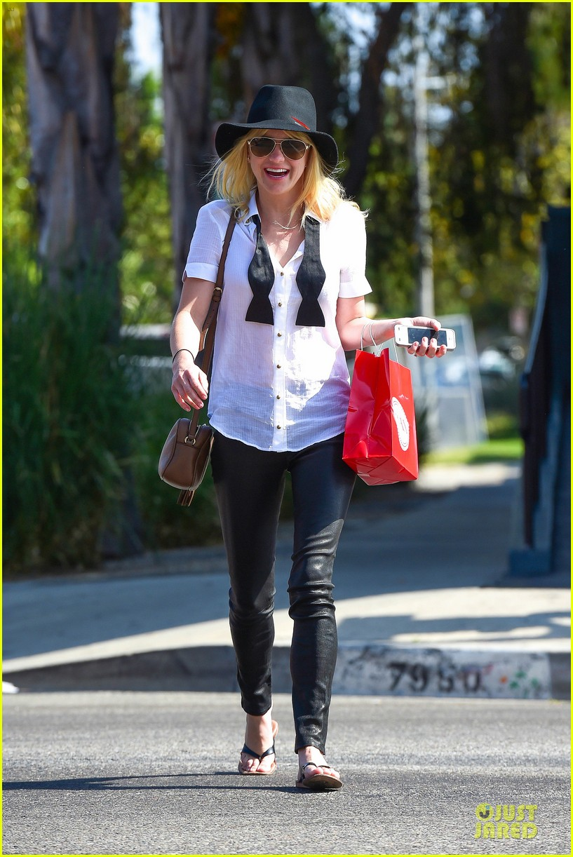 anna faris returns to caa 153142862
