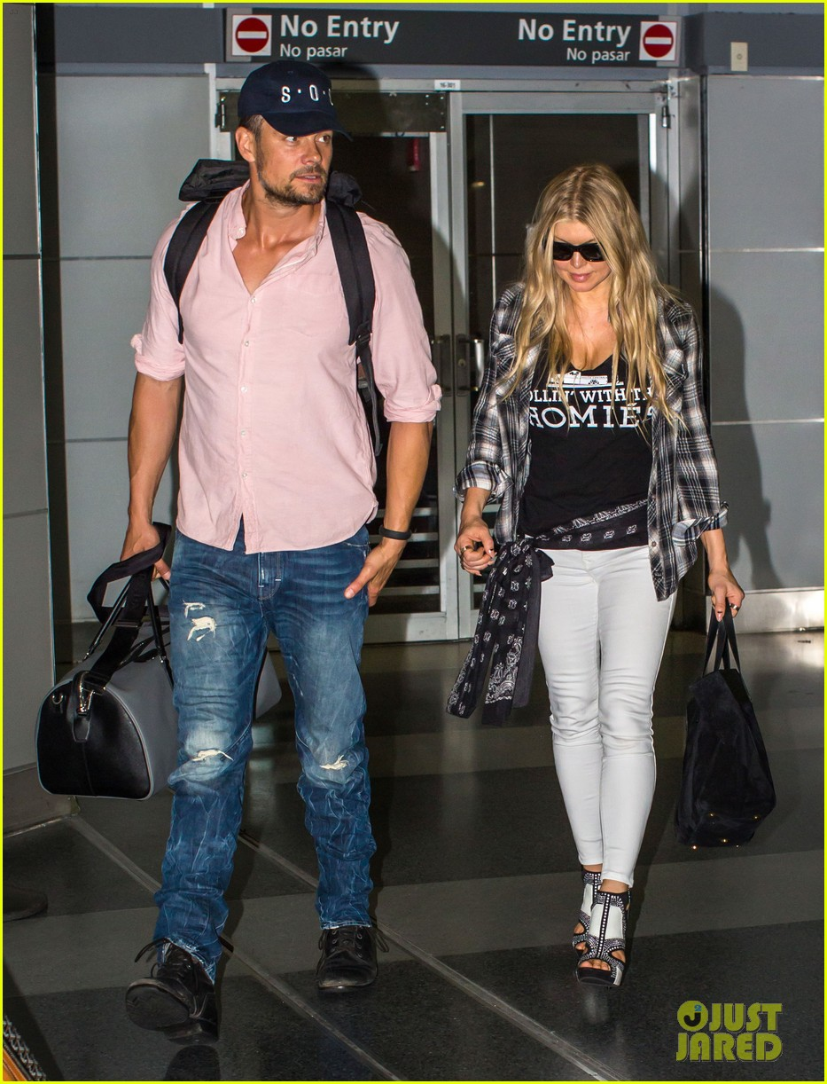 fergie gets the major giggles at the airport with josh duhamel 01