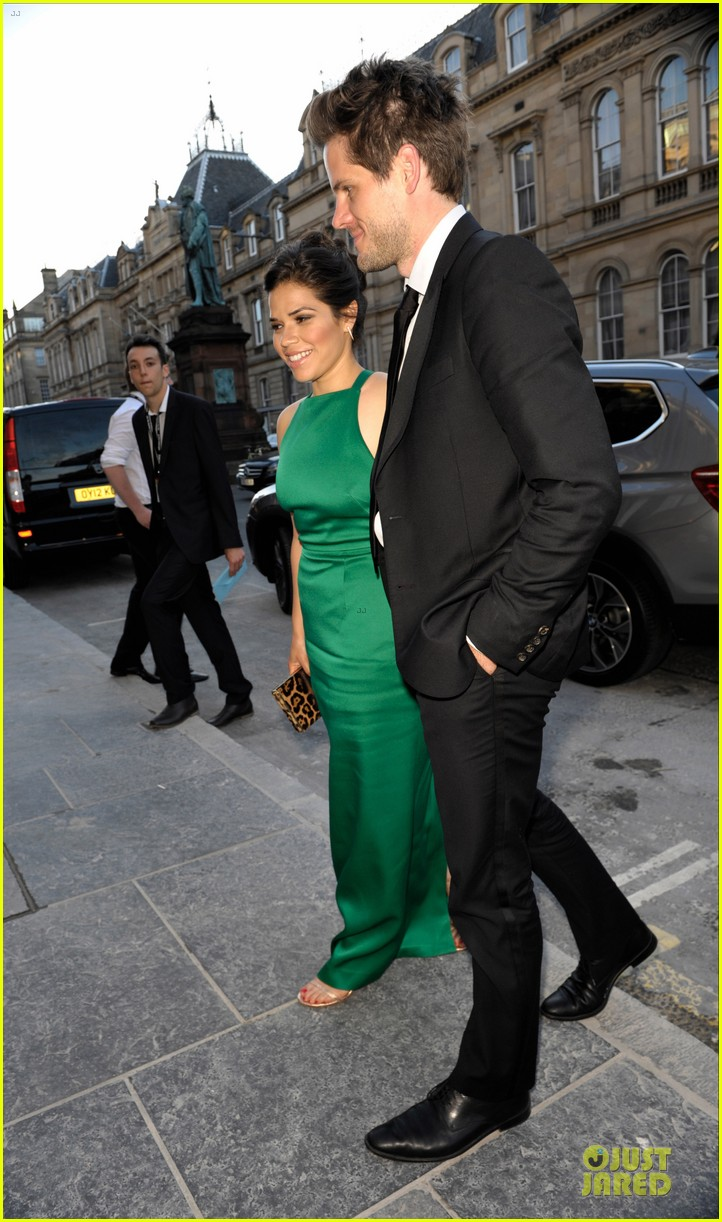 america ferrera ryan piers williams look perfect at hyena premiere 043138573