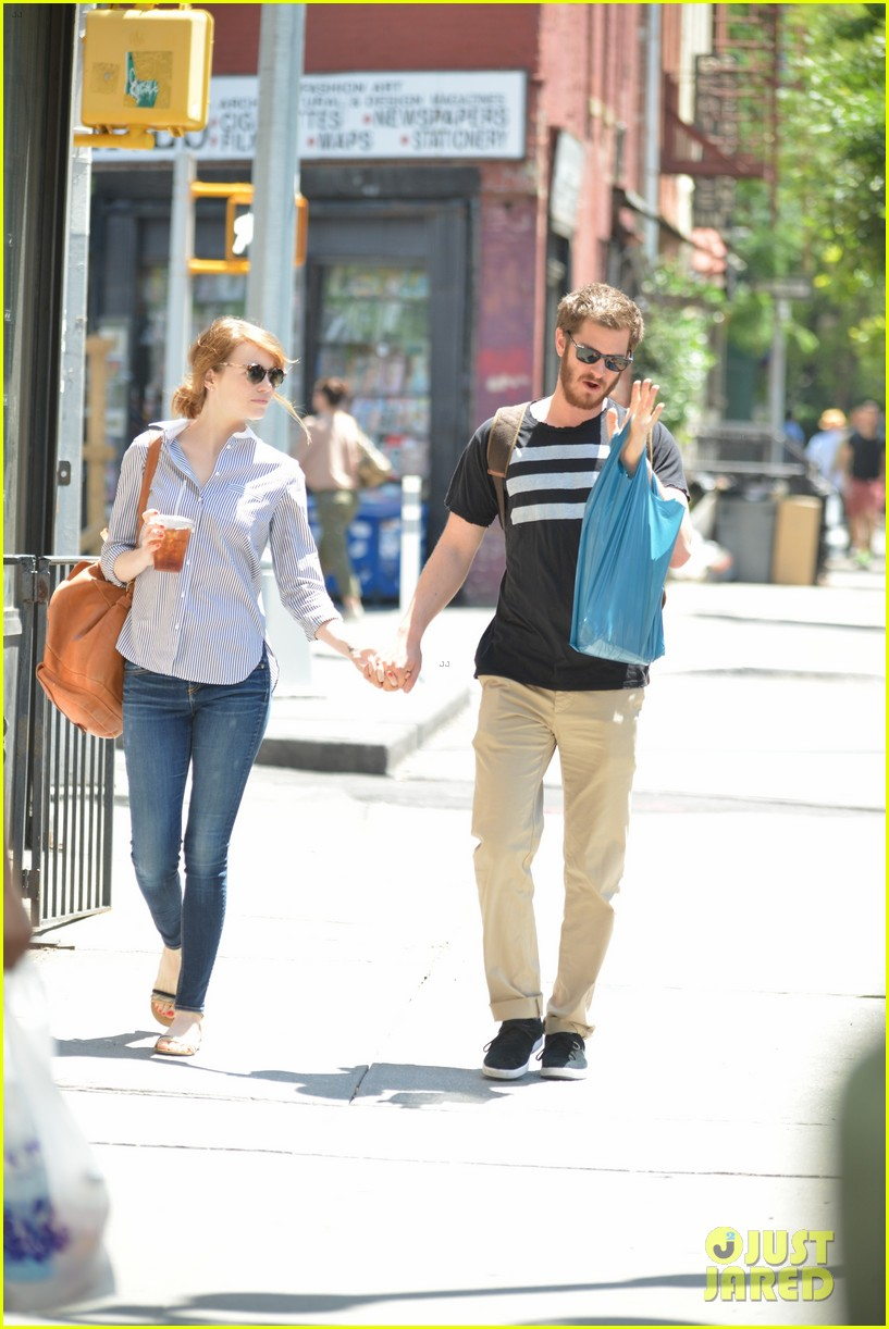 andrew garfield confronts paparazzi on stroll with emma stone 10