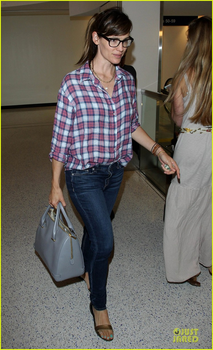 jennifer garner grinning after celebrating wedding anniversary 053147103