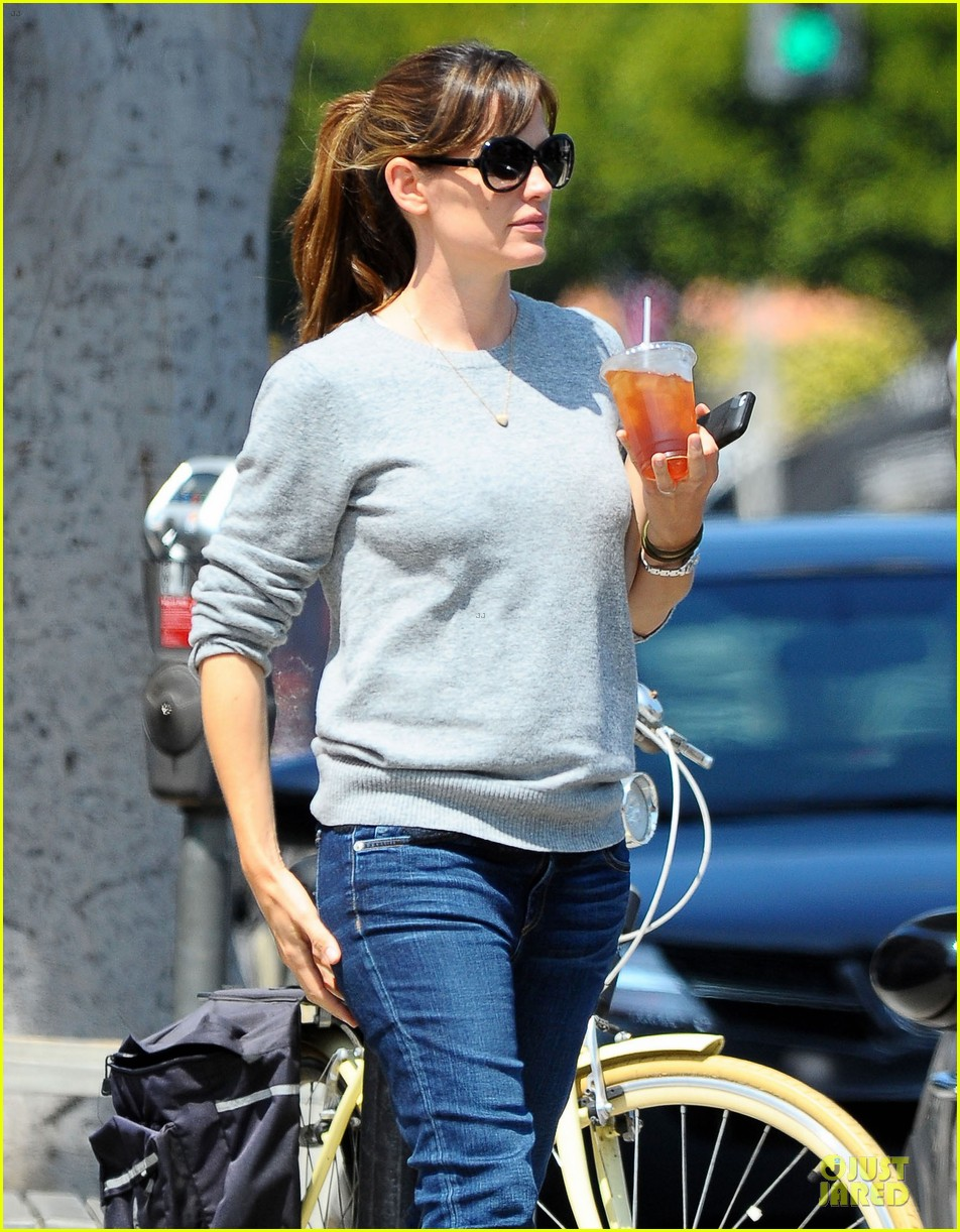 jennifer garner almost never wears makeup 09