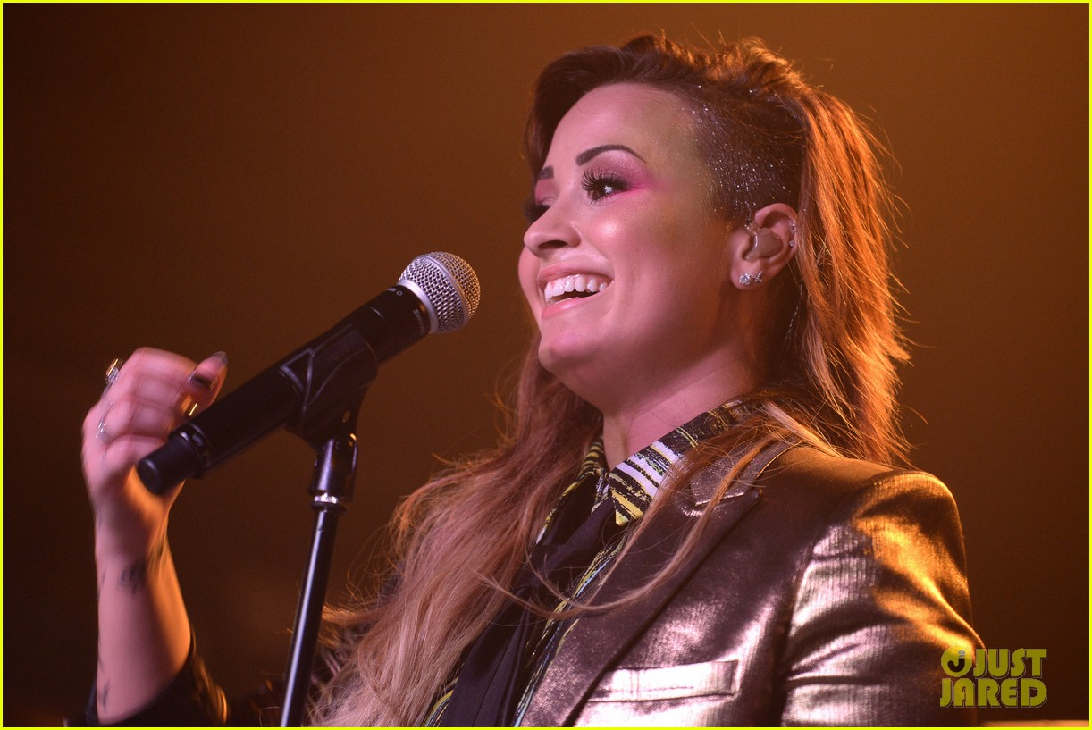 demi lovato london gay performance 25