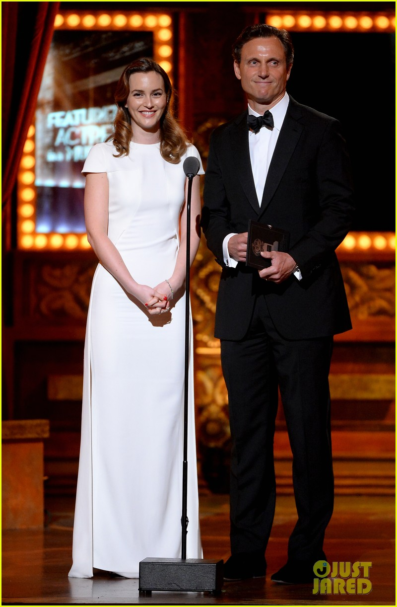 tony goldwyn ethan hawke arrive to present at tony awards 2014 04