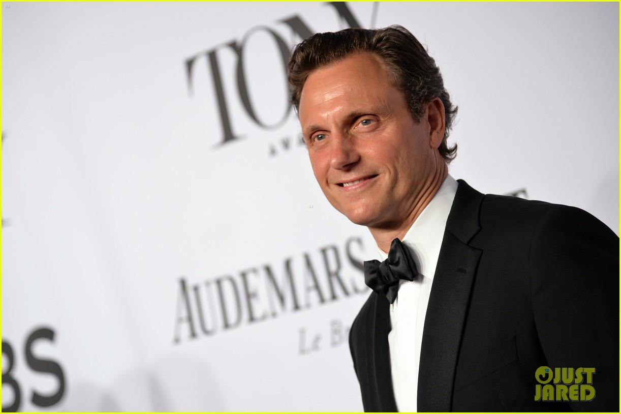 tony goldwyn ethan hawke arrive to present at tony awards 2014 06