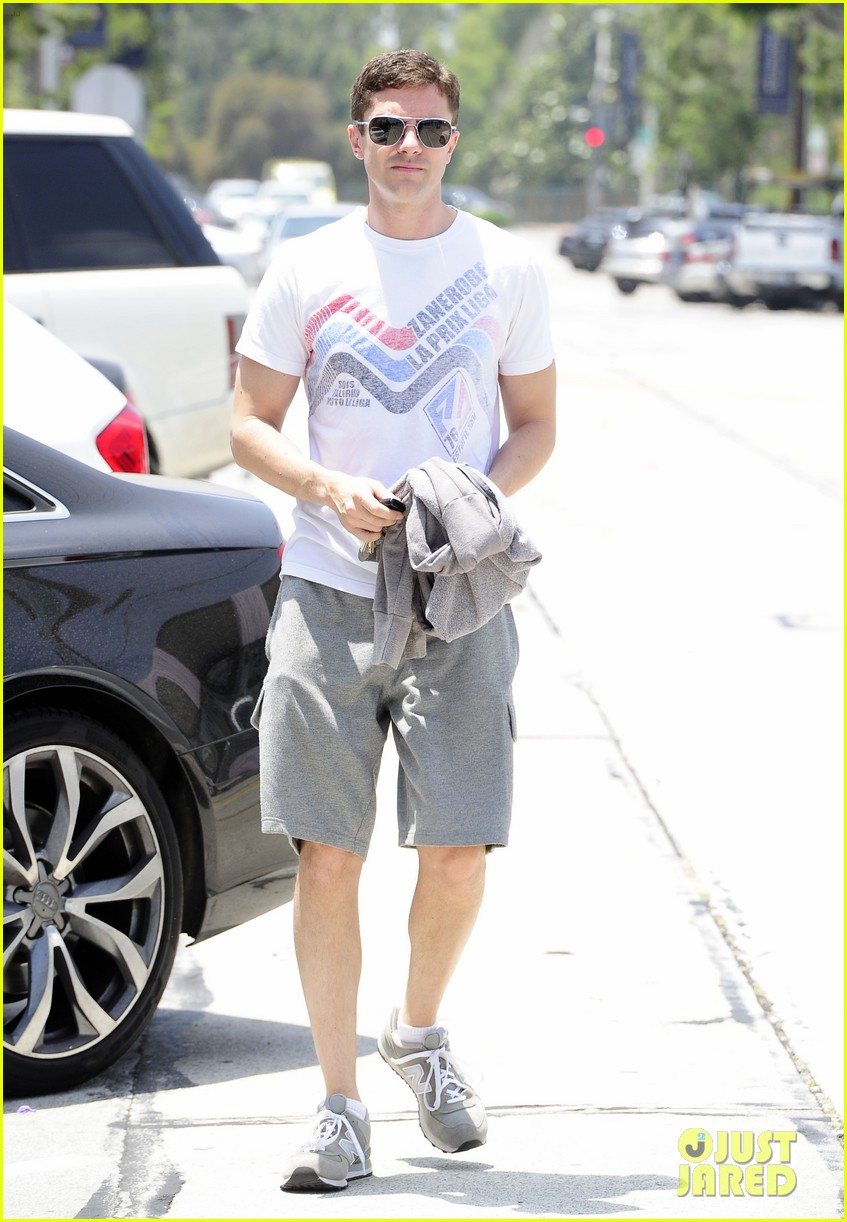 topher grace makes one fans day at the gym 07