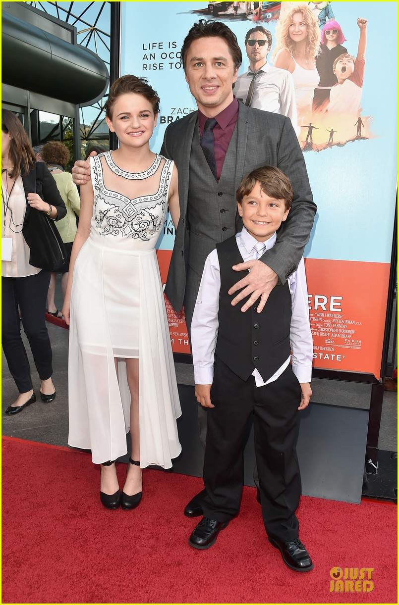 ashley greene joey king wish i was here premiere 03