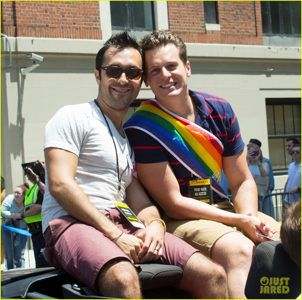 jonathan groff nyc gay pride parade coming out 013146148