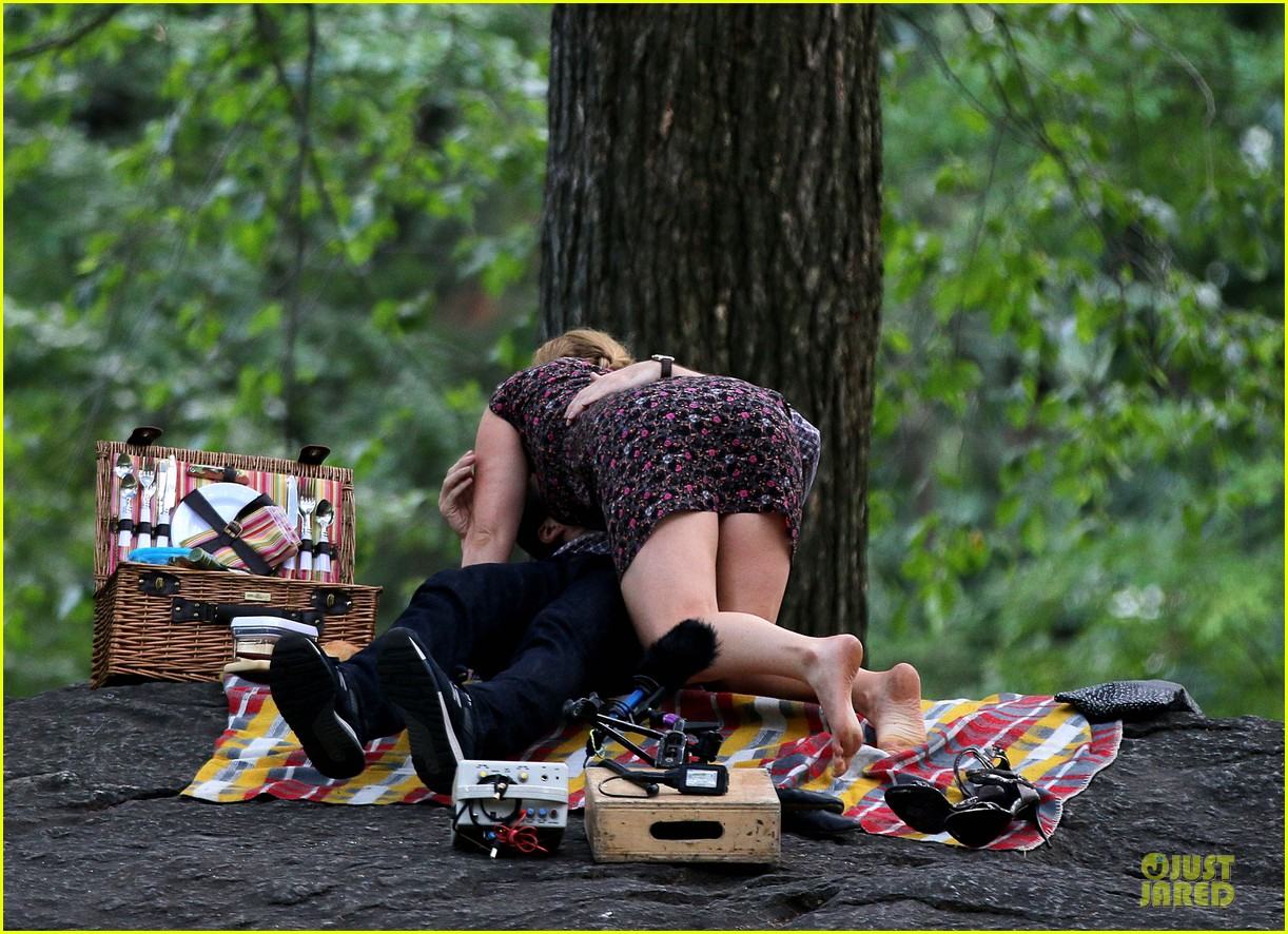 bill hader amy schumer kissing in central park 07