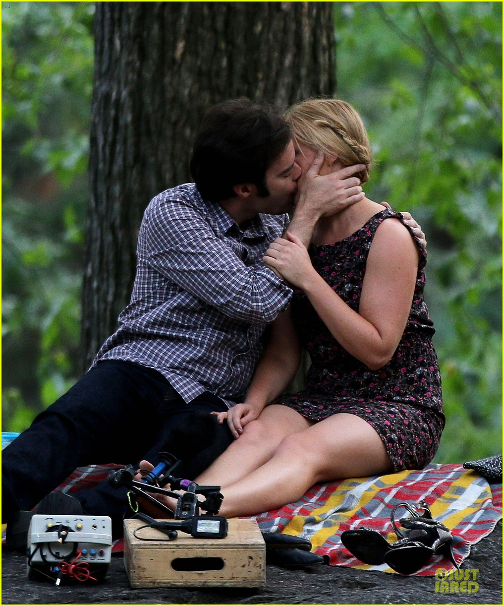 bill hader amy schumer kissing in central park 12