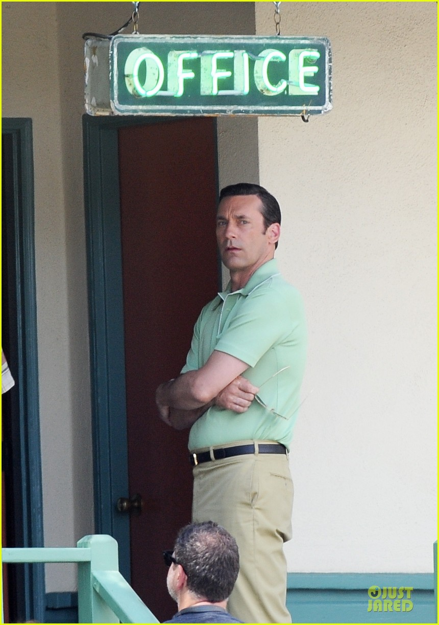 jon hamm showcases vocals at baseball game 02
