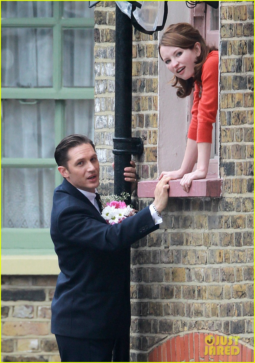 tom hardy shimmies up a drainpipe to woo emily browning 043143178