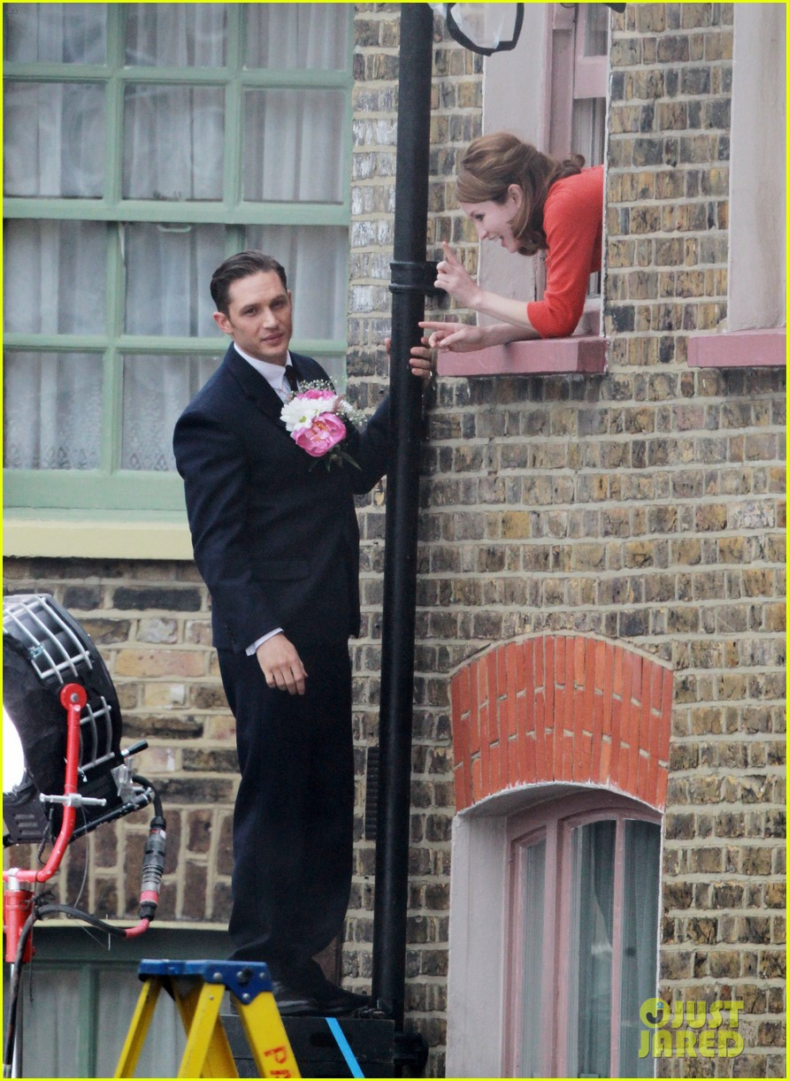 tom hardy shimmies up a drainpipe to woo emily browning 083143182