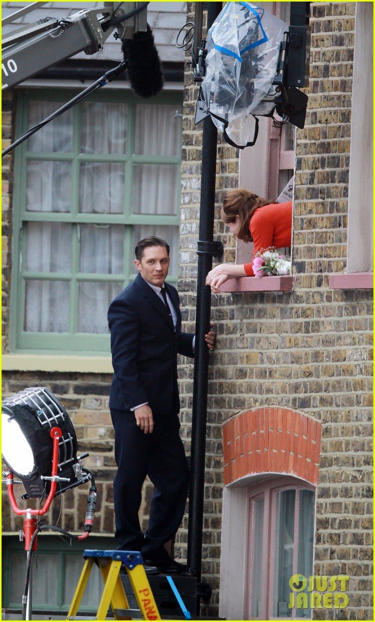 tom hardy shimmies up a drainpipe to woo emily browning 113143185