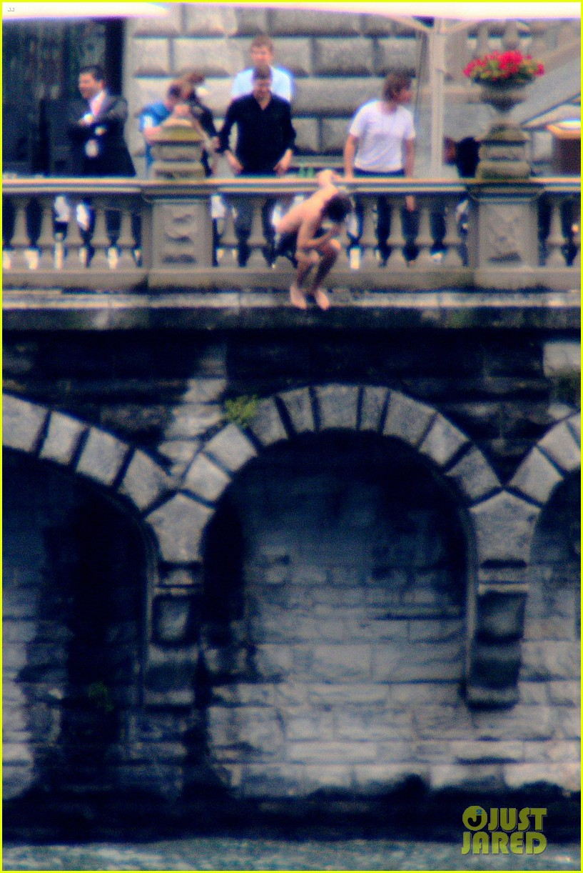 harry styles jumps into lake como 06