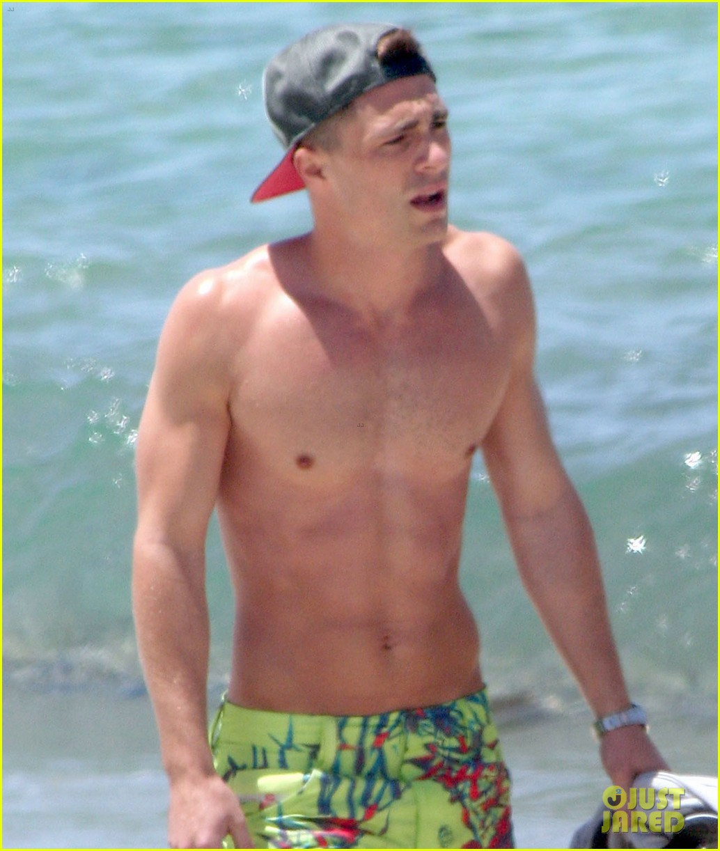 colton haynes shirtless beach 023141757