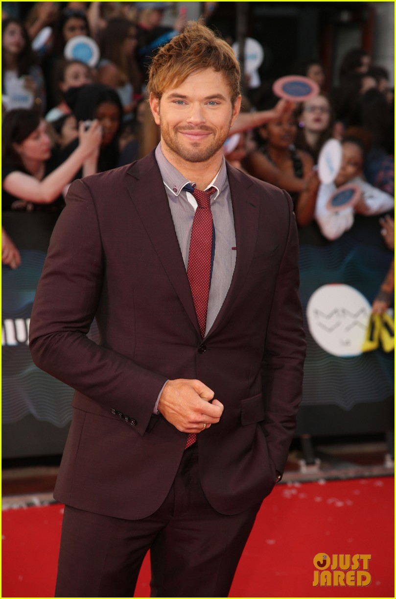 kellan lutz colton haynes 2014 much music awards 043136250