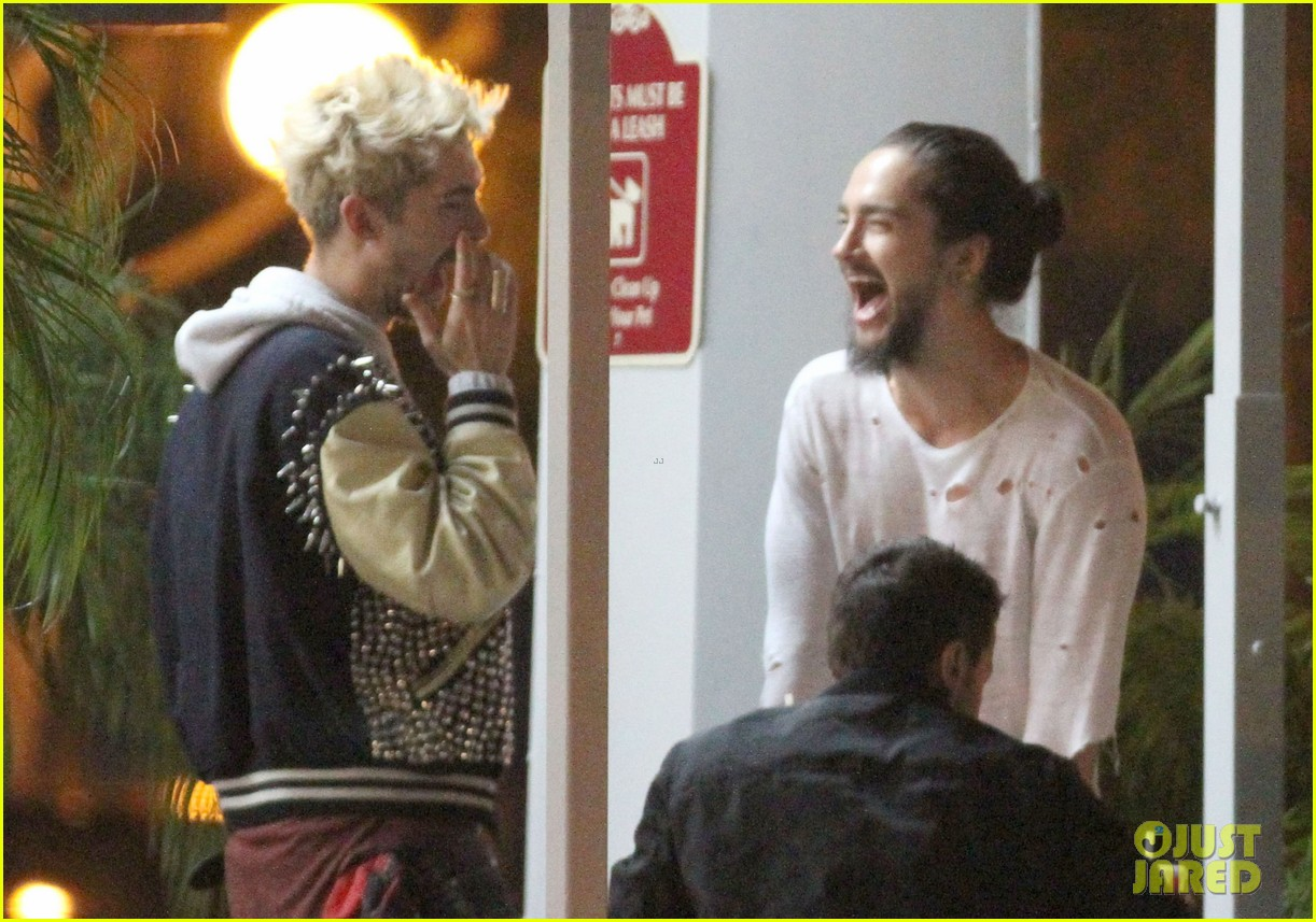 tokio hotel tom bill kaulitz grab astro burger together 07