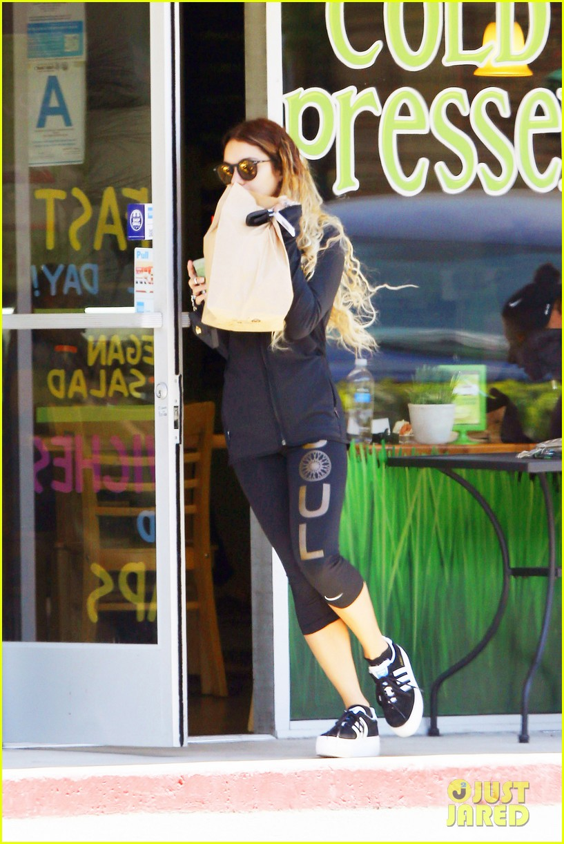 vanessa hudgens starbucks friends 053135550