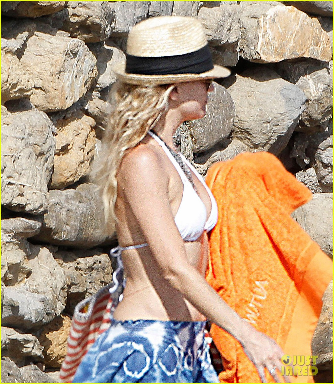 kate hudson shows off amazing abs in ibiza 013140845