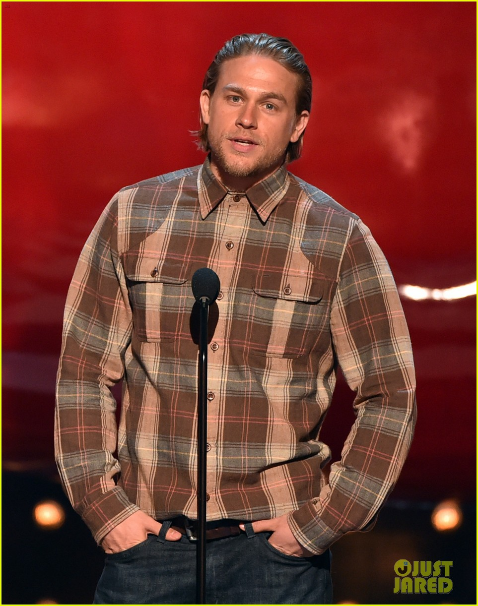 charlie hunnam mark wahlberg guys choice awards 2014 11