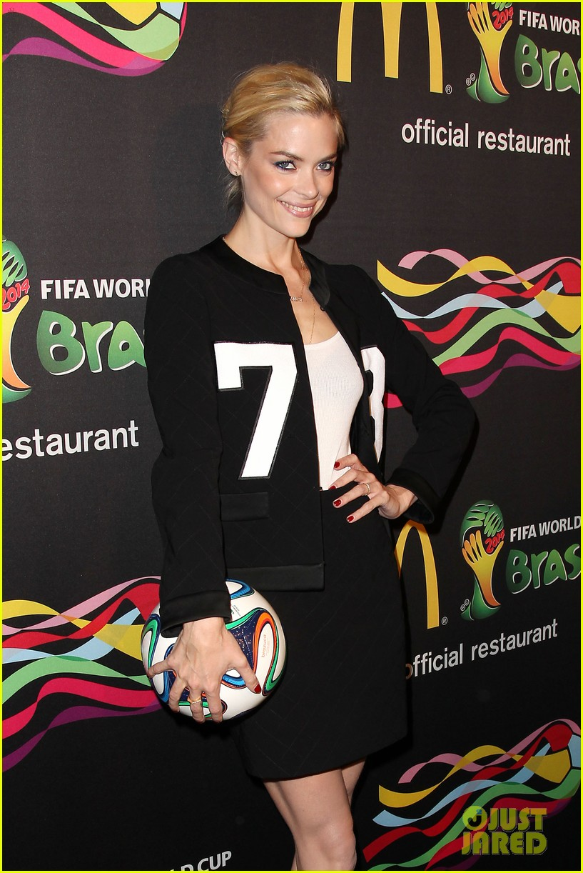 joshua jackson jaime king get ready for the world cup 21