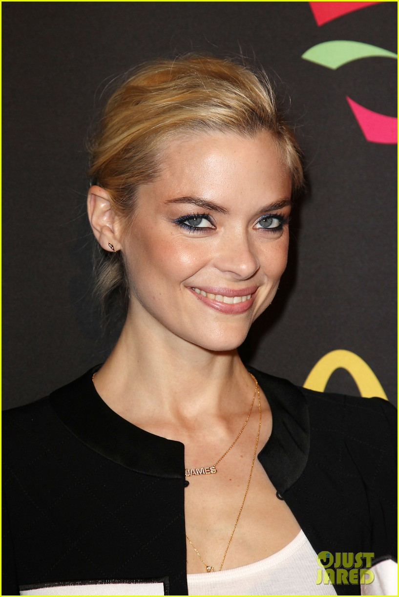 joshua jackson jaime king get ready for the world cup 24