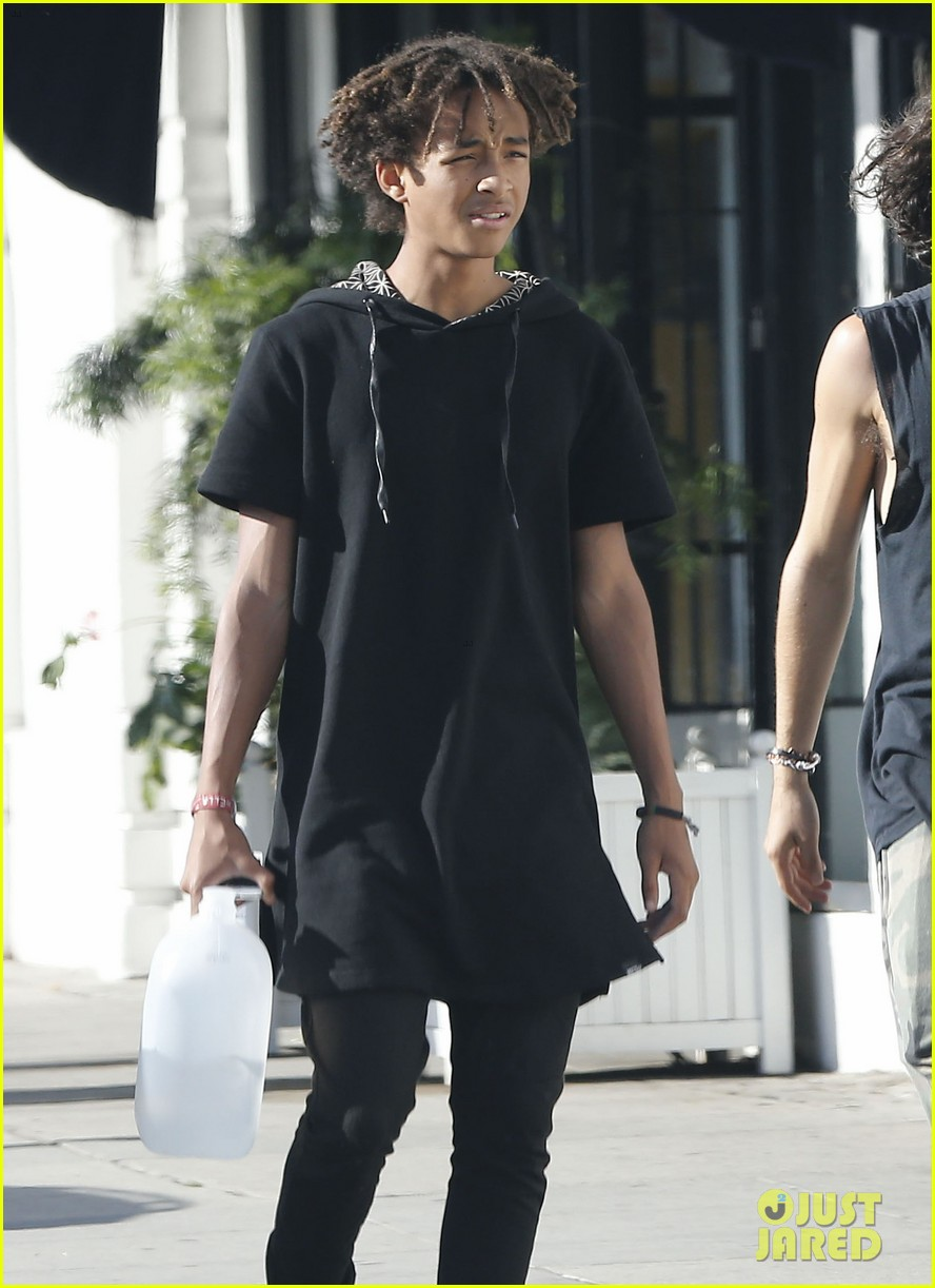 jaden smith gallon water shopping friends 11