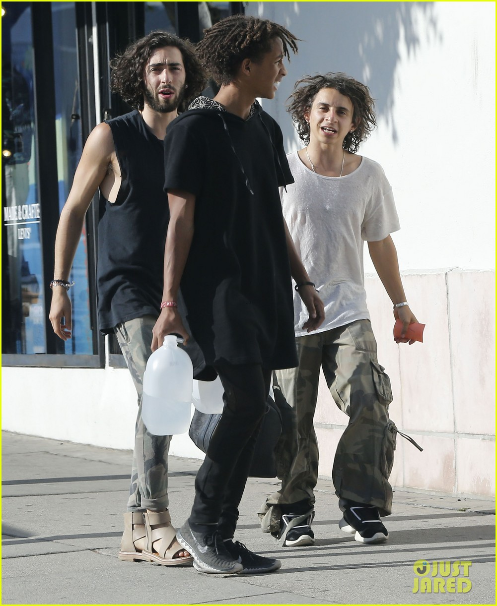 jaden smith gallon water shopping friends 153125919