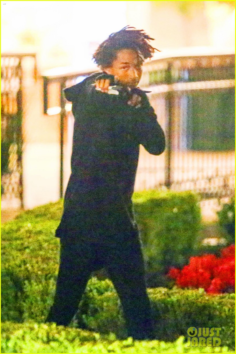 jaden smith makes late night sushi run 013143930